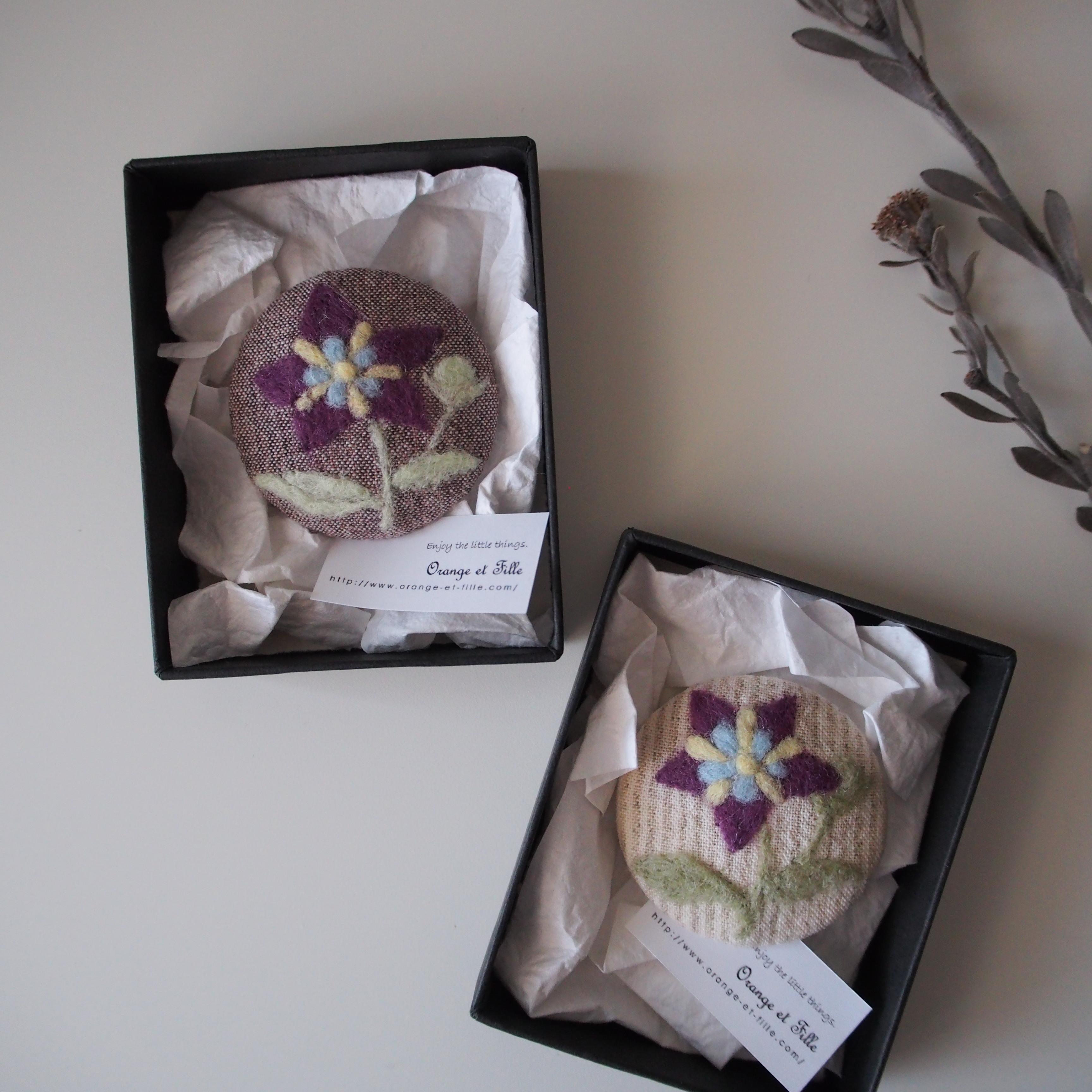 キキョウの羊毛刺繍ブローチ